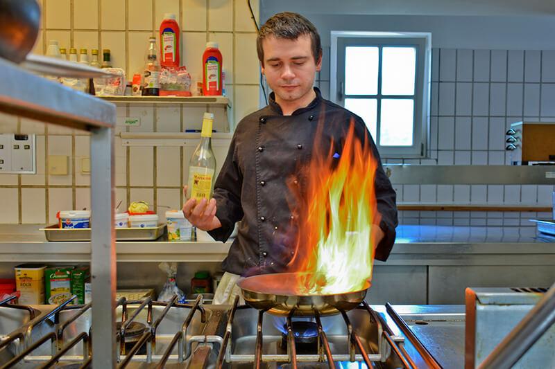017-ristorante-castello-belvedere-bad-brueckenau-kuechenchef